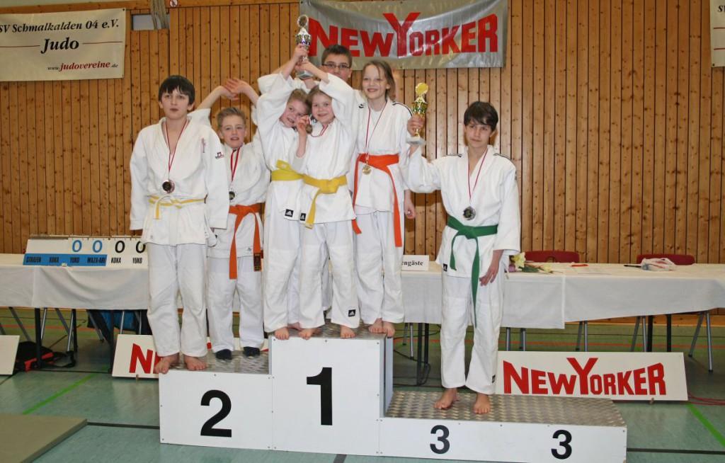 Gruppenfoto_Jungen_Maedchen_Pokal
